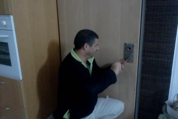 פריצת דלתות ומנעולים
